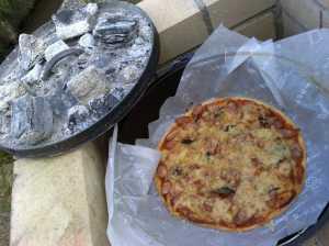 20090614ダッチオーブンでピザ