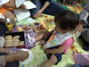 20090926みんなでお弁当(お嬢の足の動きに大人は緊張!笑)