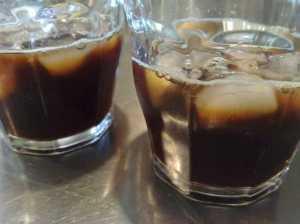 20100523氷を入れたグラスに注いで...