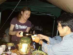 20100710優勝賞品のスパークリングワインで乾杯